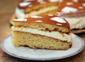 Пирог с пенной начинкой из ревеня